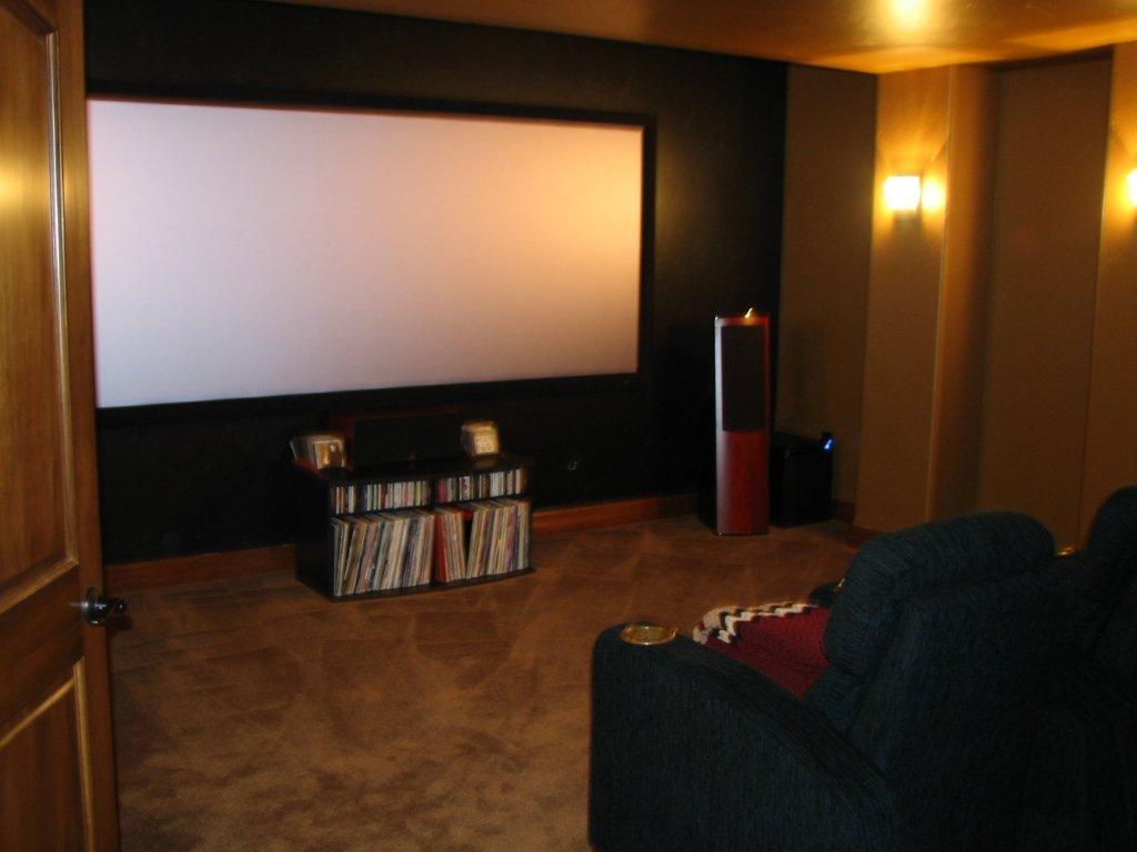 home-theater-basement-flat-screen-01