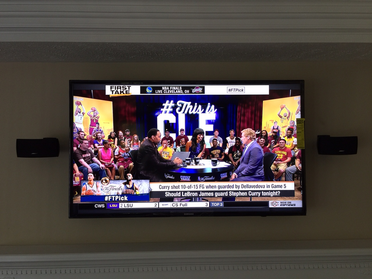 living-room-flat-screen-TV-03